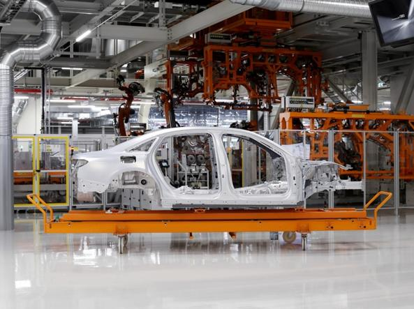 La struttura della nuova Audi A8, nello stabilimento di Neckarsulm