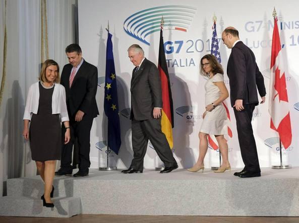 I ministri degli Esteri del G7 e l'Altro rappresentante Ue per gli Affari esteri, Federica Mogherini, a Lucca per il vertice (Ansa)