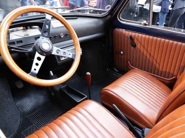 L'interno della Fiat 500 del 1963