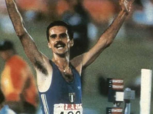 Alberto Cova vince i 10 mila metri alle Olimpiadi di Los Angeles nel 1984 (archivio Corriere)