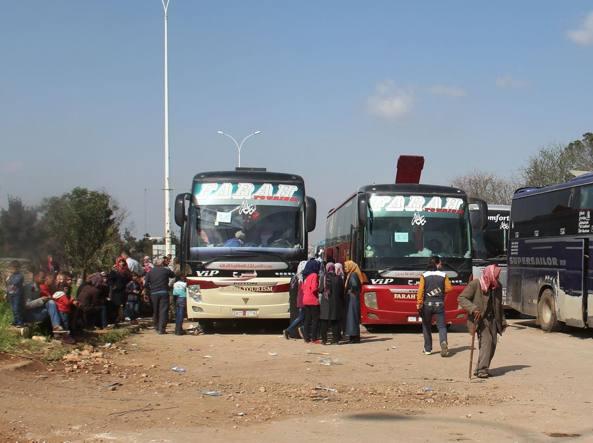 Osservatorio siriano: autobomba fra gli sfollati, almeno una ventina di morti