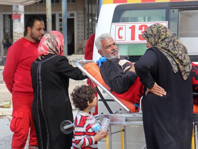 Siria, autobomba ad Aleppo  tra i civili  in fuga: «Almeno 39 morti, diversi feriti»