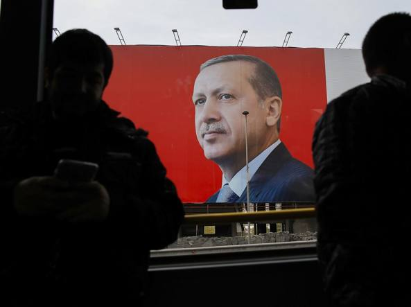 Turchia, Erdogan vince di misura