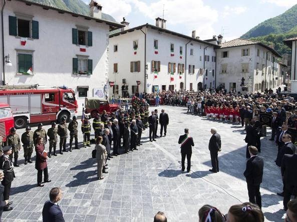 Il presidente della Repubblica, Sergio Mattarella, durante la visita a Venzone, lo scorso 6 maggio (Ansa)