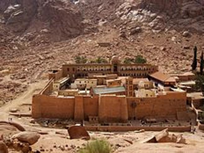 Egitto: attacco terroristico al posto di blocco del monastero di S.Caterina: un poliziotto morto, 4 feriti