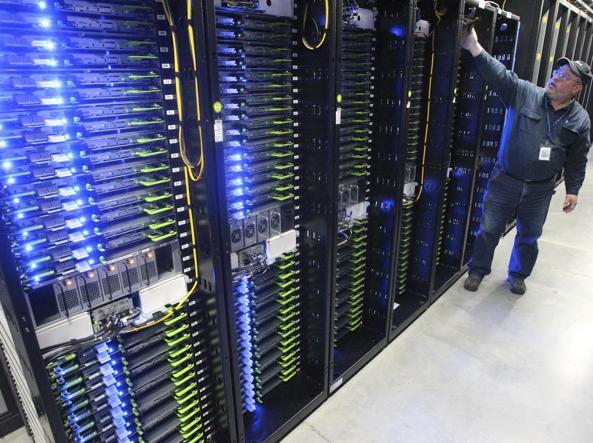 Il centro data di Facebook a Prineville (foto Ap)