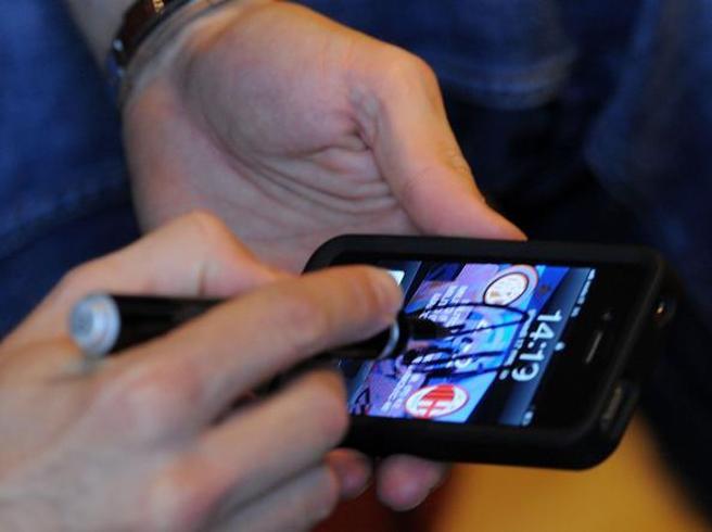 Il telefonino in tasca o sul comodino |  è pericoloso? La guidaLe 7 regole da seguire