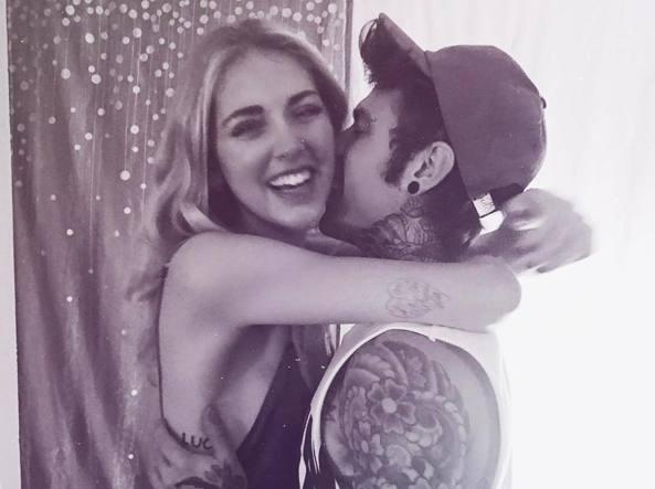 Sorrisi e abbracci (su Instagram) tra Chiara e Fedez