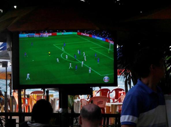 Barcellona-Juventus nuovo record per Canale 5, oltre 10 milioni davanti alla tv
