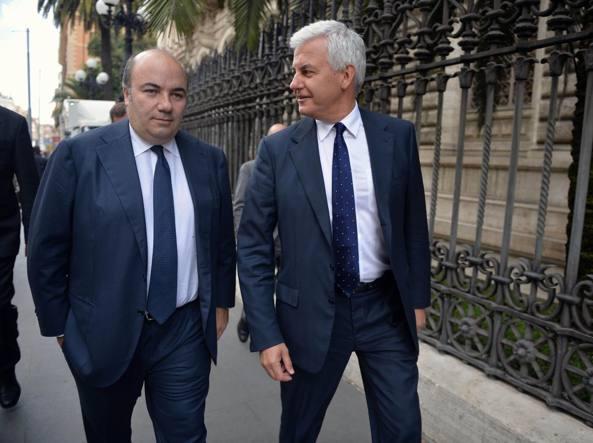 Fabrizio Viola, a sinistra, e Alessandro Profumo nel 2013 quando erano ai vertici di Mps (Imagoeconomica)