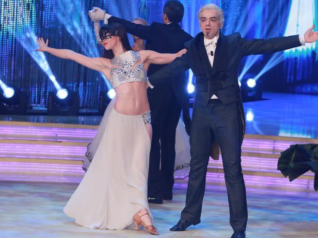 Ballando con le Stelle: il ritorno a passo di valzer di Morgan dopo «Amici», Alba litiga e Giuliana cade. Ma la regina è Martina