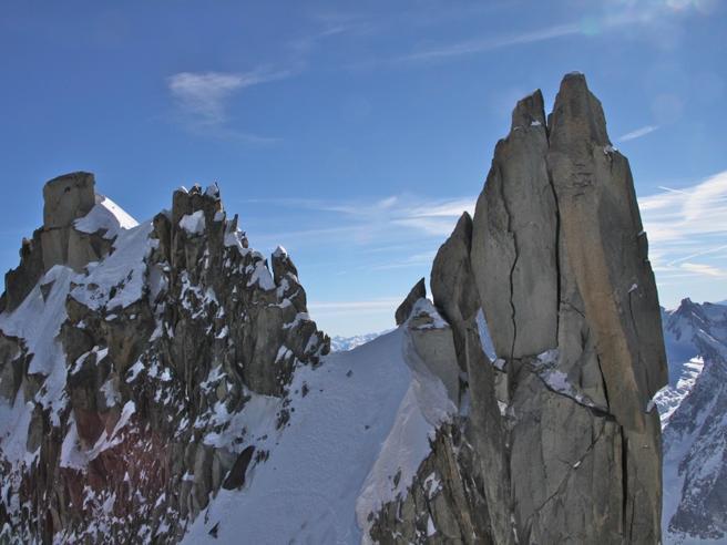 Monte Bianco: alpinista italiana precipita per 500 metri e muore