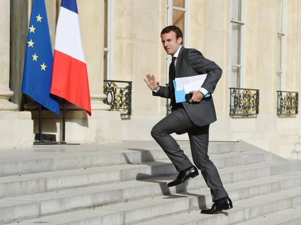 Francia, Hollande si schiera: al ballottaggio voterò Macron