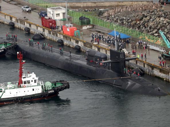 L'arrivo del sommergibile Michigan nel porto sud coreano di Busan