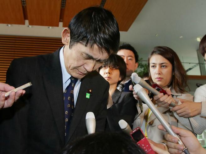 Giappone, si dimette il ministro per la Ricostruzione