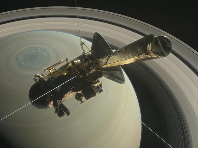 Cassini e il tuffo tra gli anelli di SaturnoCome un quadro astratto