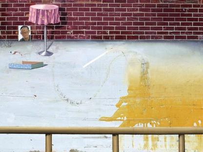 Matthias Weischer (Elte, Germania, 1973), «Hof 2» (2003, olio su tela, particolare), courtesy dell'artista, Grimm Gallery, Amsterdam