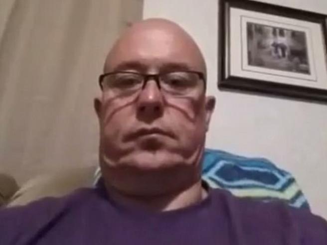 Suicidio in diretta: accende Facebook Live e si spara alla testa