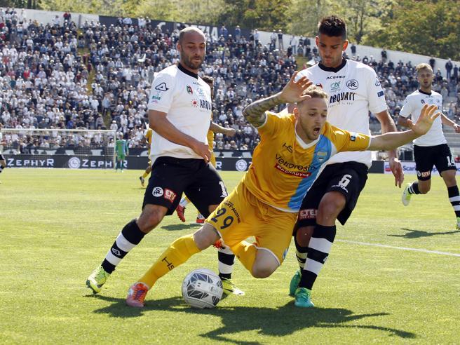 Serie B, Spal fermata a Spezia Perugia corsaro a Vercelli
