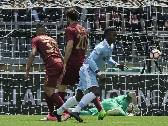 Roma-Lazio 1-3.  Super Keita più forte degli errori arbitraliIl rigore non c'è: guarda|FotoIn campo il Milan: le dirette