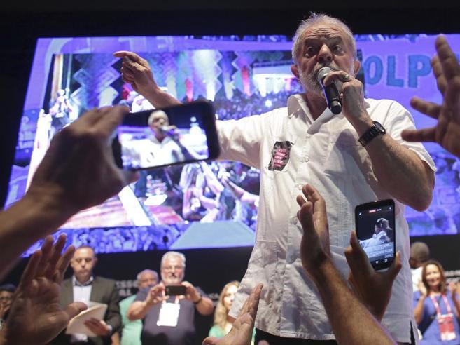Lula condannato a restituire sculture, rubini e altri regali
