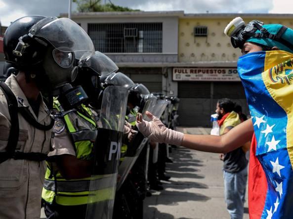 Scontri e feriti in Venezuela, Maduro: