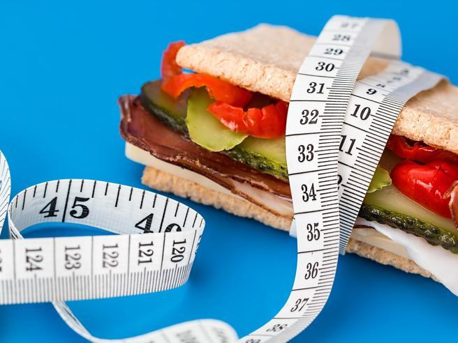 Perché è più difficile perdere peso da adulti e come contrastare la «resistenza» del corpo