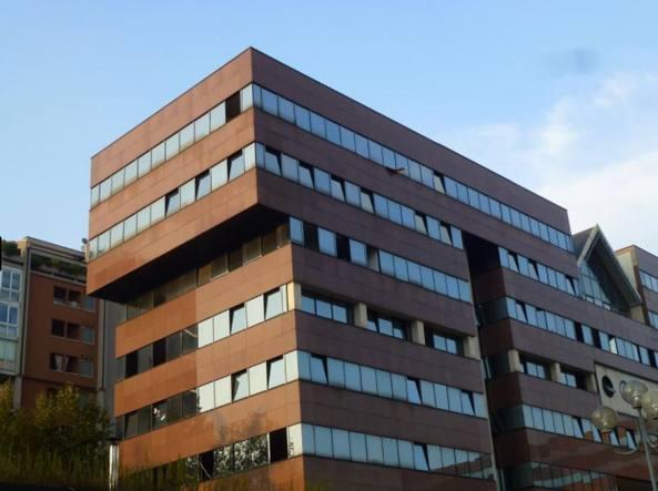 Il palazzo di proprietà Alitalia a Sesto San Giovanni