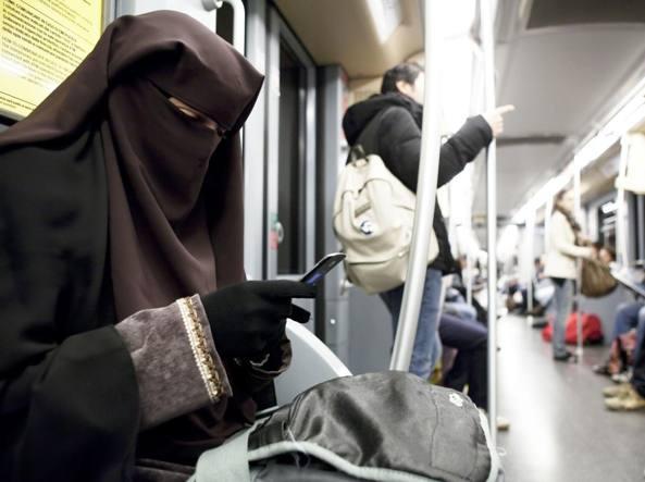 Il tribunale di Milano vieta l'uso del velo islamico