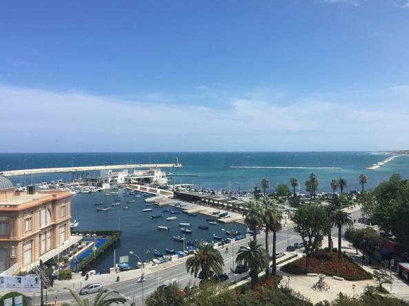 Il lungomare di Bari, sede di numerosi uffici pubblici, Regione Puglia compresa
