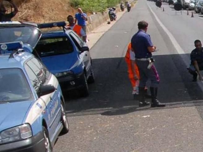 Auto fuori strada nel Barese, tre  morti e un ferito grave