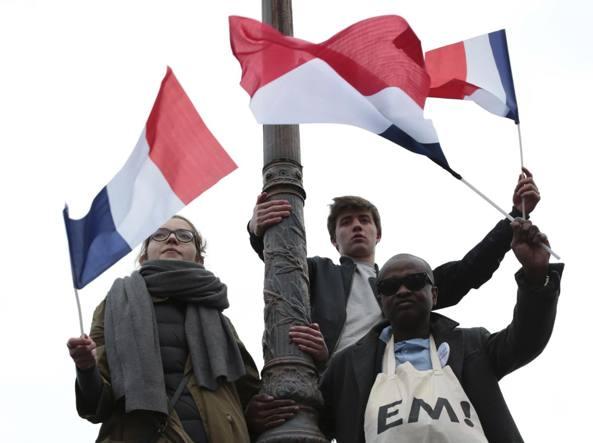 Hollande e Macron insieme alle commemorazioni dell'8 maggio