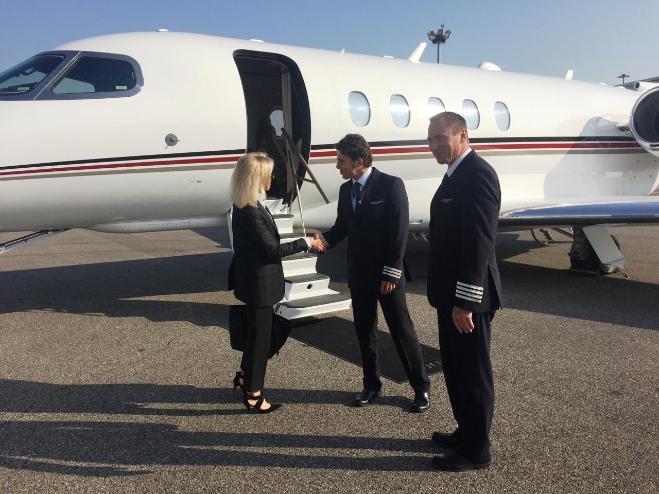 Jet Privato Prezzo Nuovo : A bordo del jet privato corriere