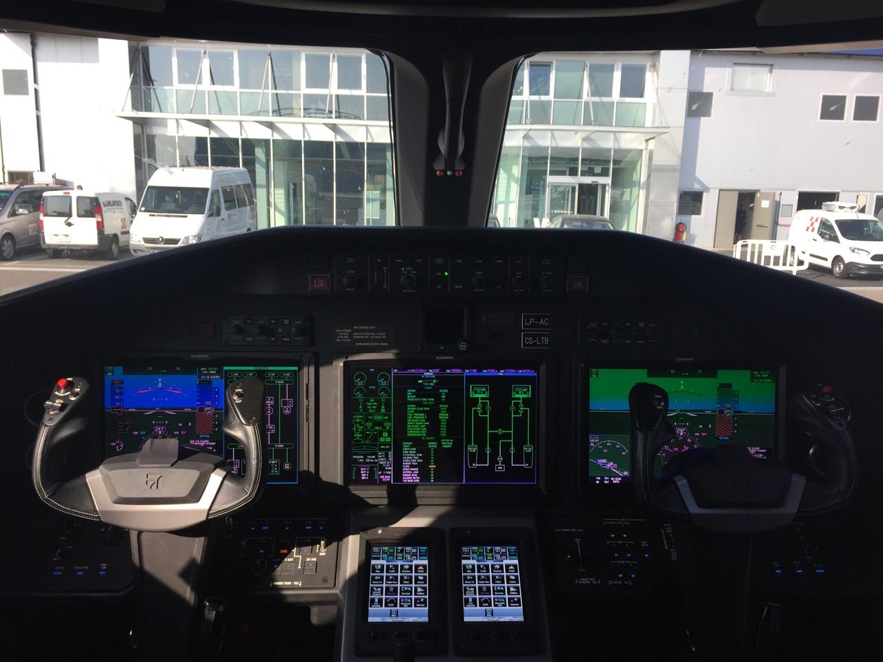 Jet Privato Milano Parigi : A bordo del jet privato corriere