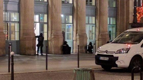 Blitz della polizia alla Gare du Nord, tre sospetti in fuga