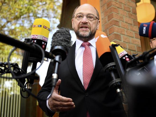 Germania, il tonfo di Schulz: «Ma non mollo, cambio»Merkel trionfa nel feudo Spd