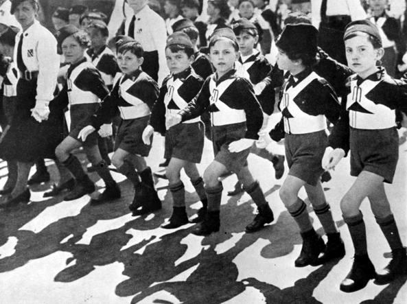 Una sfilata dei Figli della Lupa ai Fori Imperiali a Roma, il 24 maggio 1936