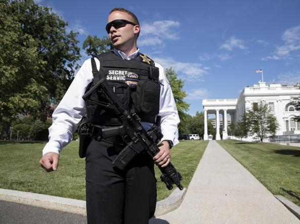 Usa, uomo scavalca la recinzione della Casa Bianca: fermato dai servizi segreti