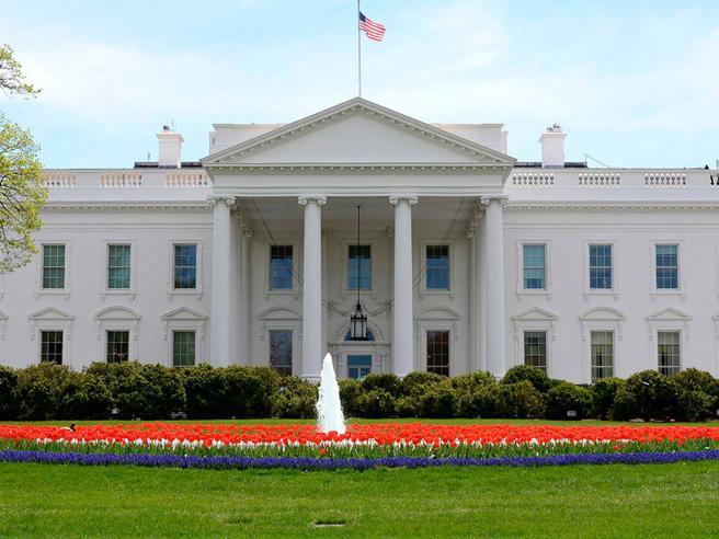 Stati Uniti: uomo scavalca la recinzione, La  Casa Bianca isolata dalla polizia
