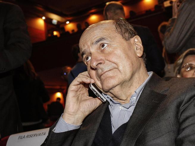 Legge elettorale, Bersani stronca la proposta del Pd: «Ennesimo pasticcio»