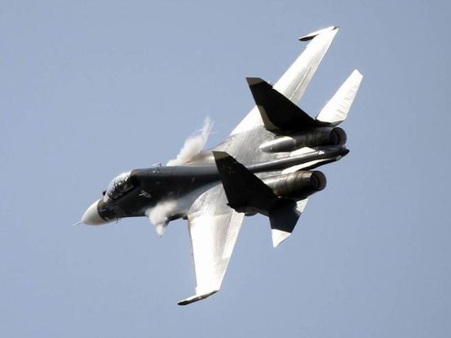 Cina, «giochi di guerra» due caccia di Pechino intercettano aereo Usa