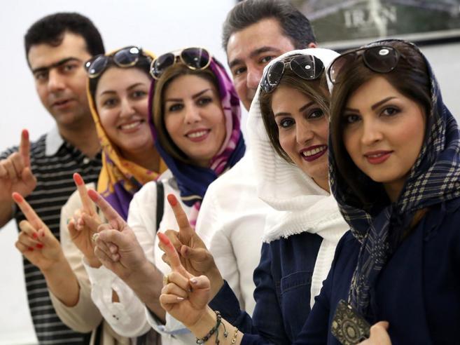 Iran al voto, due Paesi in tinello: Melika col chador e nonna riformista