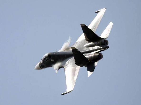 Aereo Da Guerra Caccia : Cina «giochi di guerra due caccia intercettano un aereo