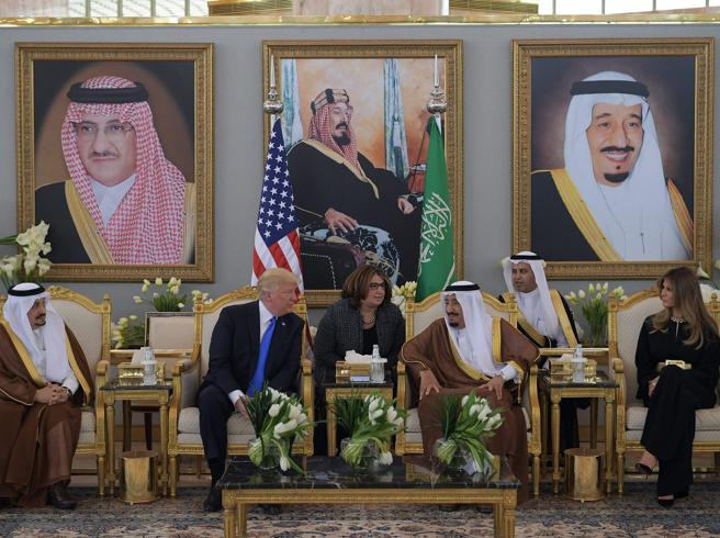 Trump in Arabia Saudita: re Salman lo aspetta (a sorpresa) all'aeroporto