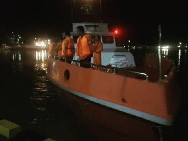 Indonesia: traghetto va a  fuoco, 5 mortiSalvi in 187
