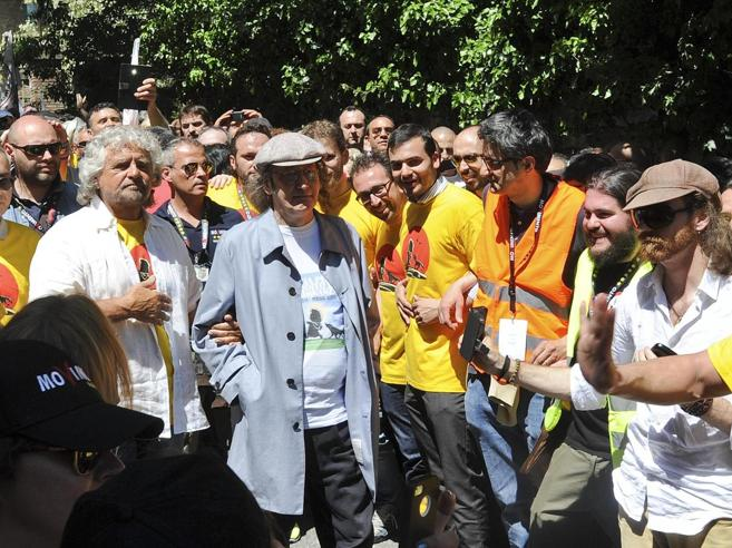 Grillo ad Assisi per la marcia  va in visita al Sacro Convento