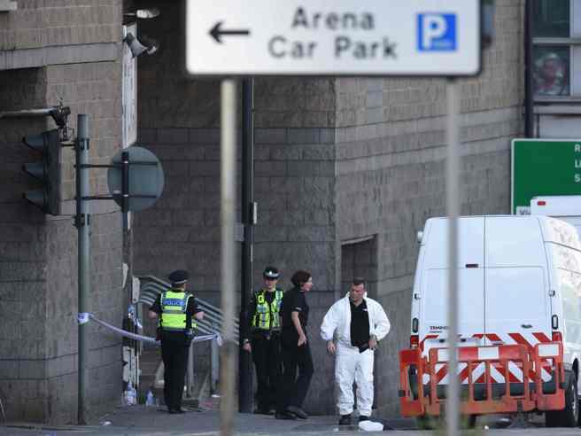 Manchester, strage  al concerto di Ariana Grande: 22 morti, 12 dispersi, molti  feriti gravi. Isis rivendicaChe cosa sappiamo  - foto -  video