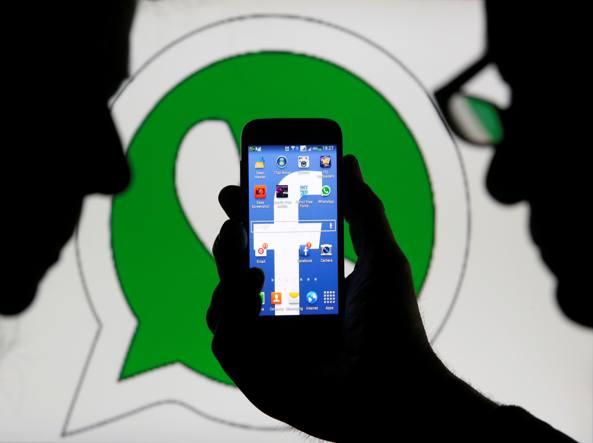 Come Facebook censura messaggi e contenuti erotici o violenti