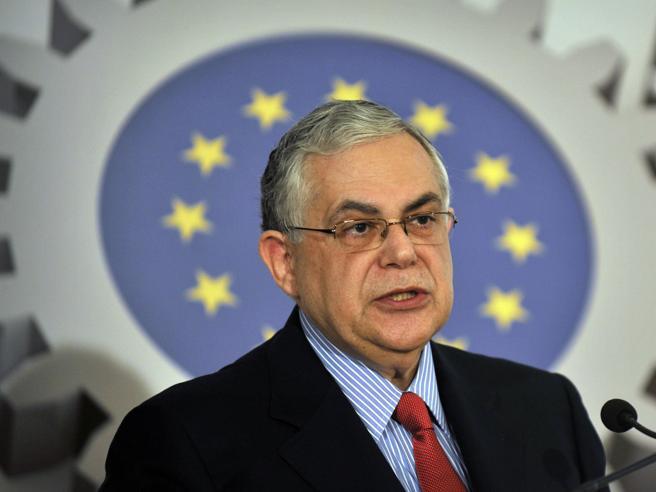 Grecia, esplosione in auto: grave l'ex primo ministro  Papademos|Foto|Video