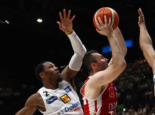 Basket Serie A, Trento sbanca il Forum nel segno di Hogue